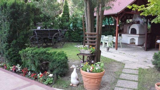 Beatrix Hotel - Budapest: Hotel garden