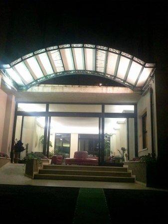 Hotel Del Buono Centro Benessere: ingresso di notte
