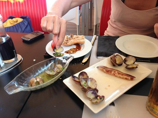Tapas Locas : Halfway through clams and anchovies