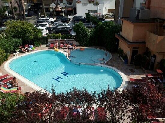 Hotel Piccadilly: Piscina vista dal balcone