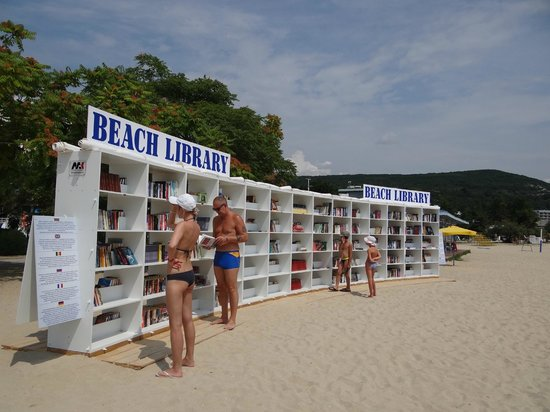 Hotel Amelia: free beach library (new for 2013)