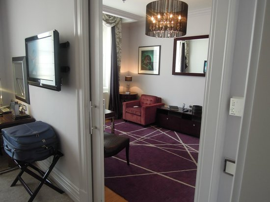 The Grand Mark Prague: vue salon de la Superior Room