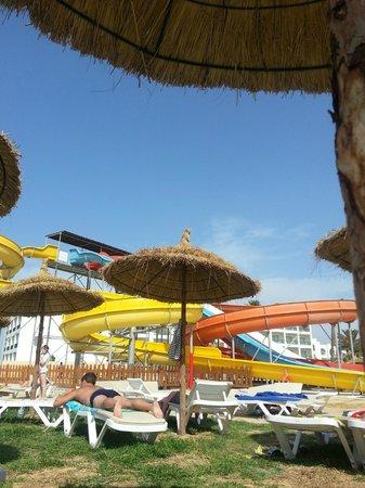 Skanes Family Resort: activity pool area