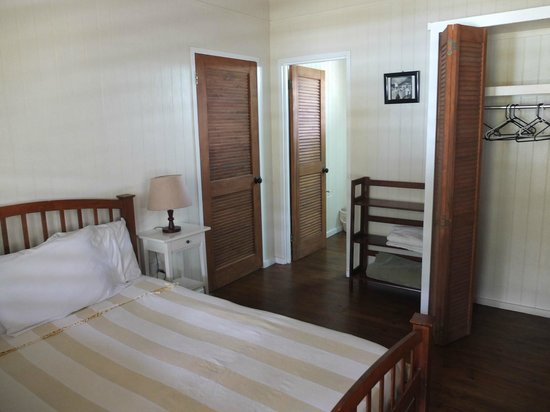 Dutchman's Bay Cottages : Camera da letto