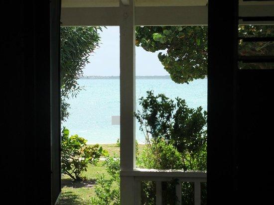 Dutchman's Bay Cottages: Vista del mare dal soggiorno