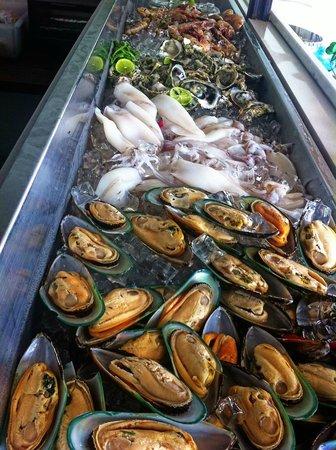 Oceanside Beach Club & Restaurant: Seafood on Ice at Sunday BBQ Brunch
