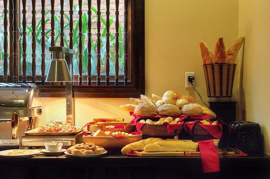 Little Hoian Boutique Hotel & Spa : Buffet Bread Spread