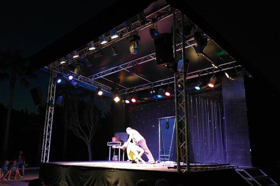 Hipotels Mediterraneo Club : Palco per spettacoli