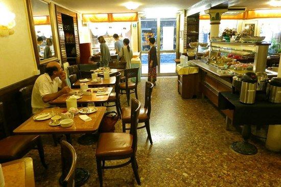 Albergo San Marco: Good breakfast in the morning (6 euros)