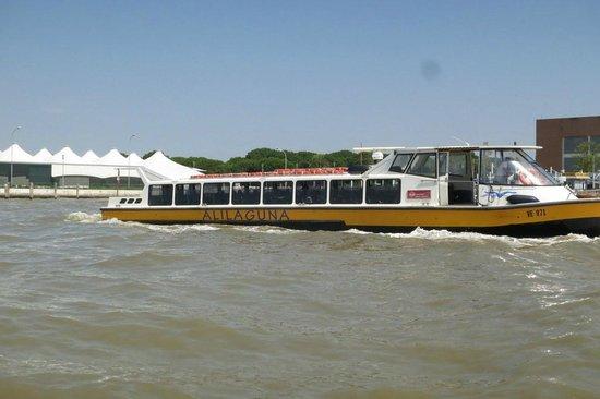 Albergo San Marco: Take the public transporter Alilaguna