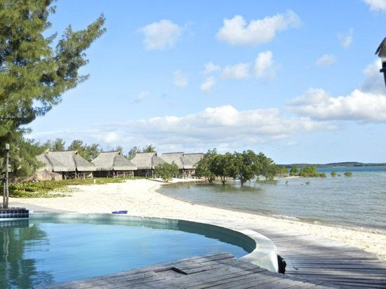 Pomene Lodge: Chalets over the lagoon