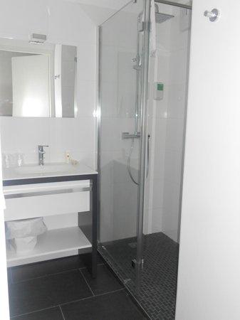 Qualys Hotel & Spa Vannes : douche a l'italienne