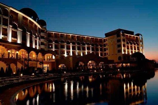 Hotel Riu Helios Bay: Night View