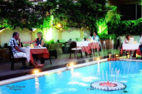 Telesilla poolside Restaurant: New decking area