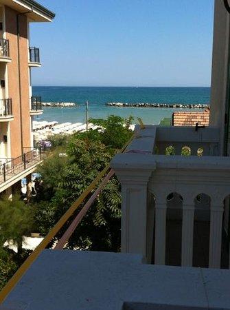 Hotel Villa Loris: spiaggia a 2 passi