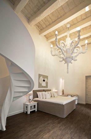 Palazzo Vittoriosa : The Chandelier Suite