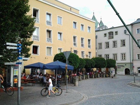 Altes Braeuhaus: Het terras van dit heerlijke restaurant