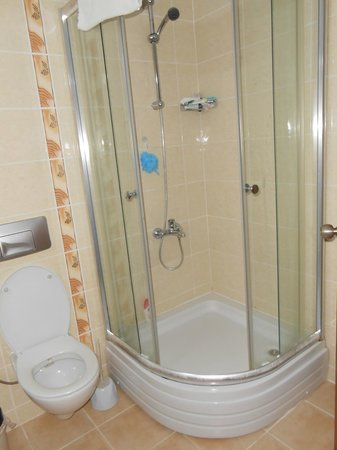 Mavruka Hotel: shower