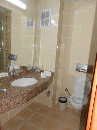 Mavruka Hotel: bathroom