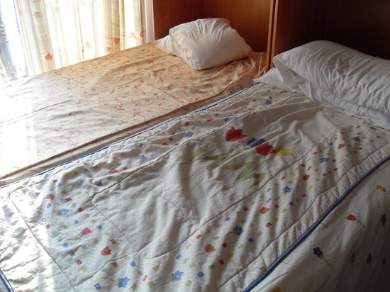 APARTAMENTOS LA FONDA: 2 singles not a double bed