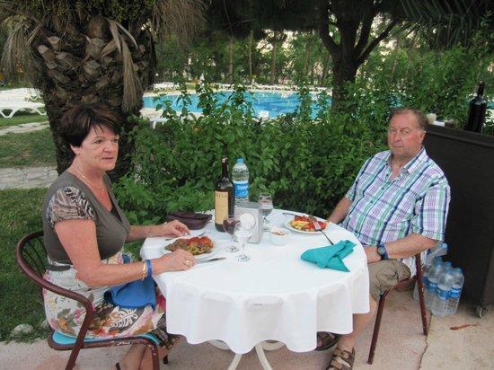 Grand Prestige Hotel & Spa : Heerlijk dineren in de buitenlucht
