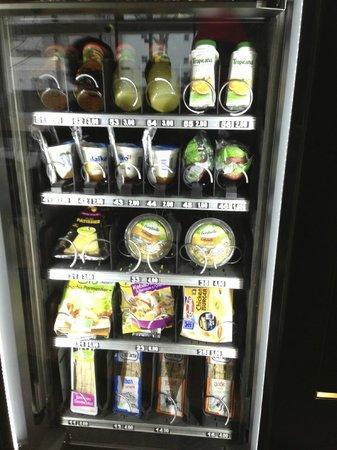 B&B Hotel Paris Malakoff Parc des Expositions : Vending machine
