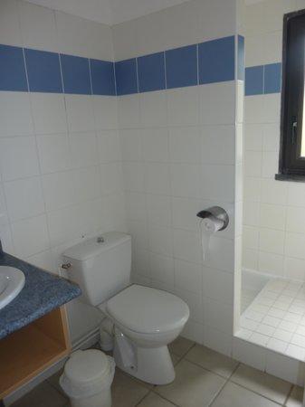 VVF Villages Le Lioran Font-de-Cere: salle de bain