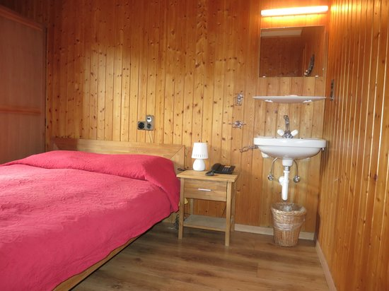 Auberge Le Petit Paradis: Budget Room w/Shared Bathroom