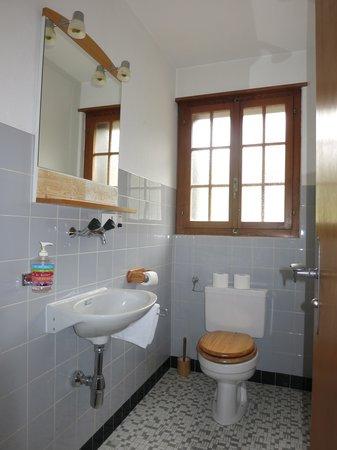 Auberge Le Petit Paradis: Communal Toilet