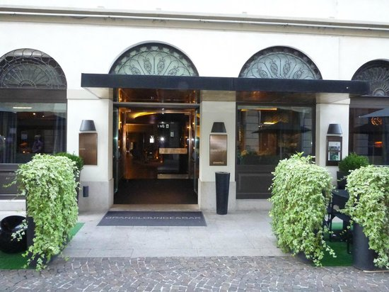 Rosa Grand – Starhotels Collezione: Side entrance to the bar
