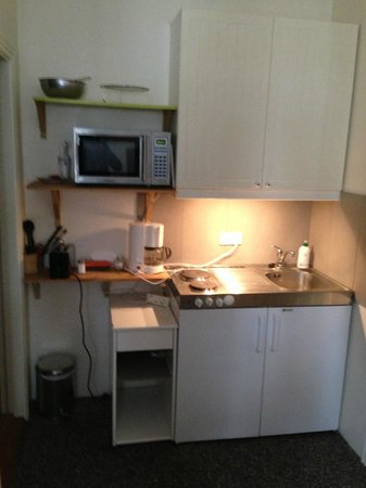 Three Sisters Guesthouse: coin kitchenette modeste