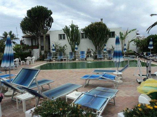 Hotel Imperamare: piscina hotel