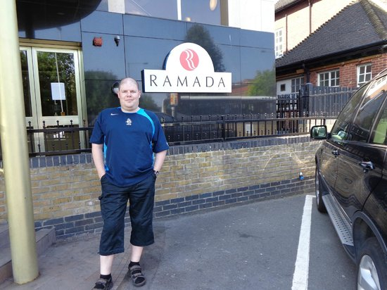 Ramada London South Ruislip: Ingang hotel