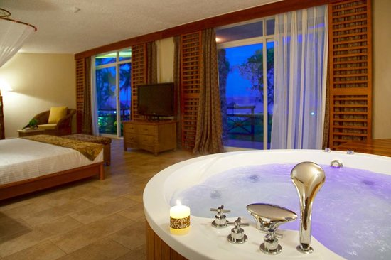 Ledger Plaza Bahari Beach Hotel: Jaccuzzi in executive room