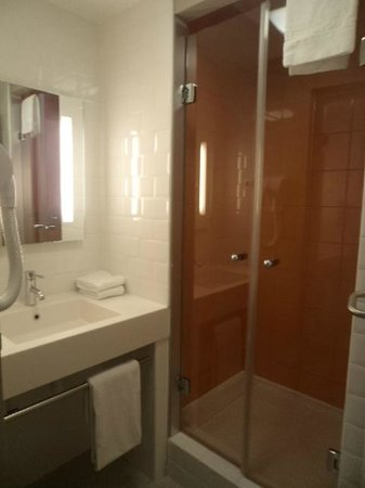 Ibis Styles Nimes Gare Centre: Salle de bain