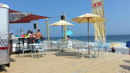 Sandy Shore Motel: View from the deck on the beach bar !