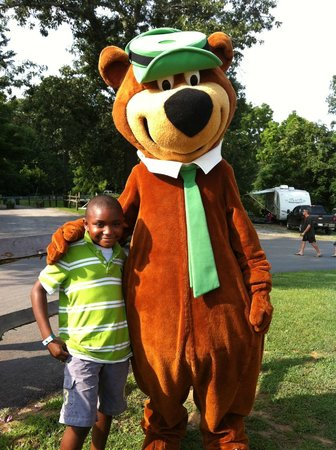 Yogi Bear's Jellystone Park at Natural Bridge: morning fun near the pool