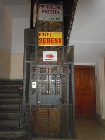 Hotel Desiree: Elevator with hotel name at the bottom