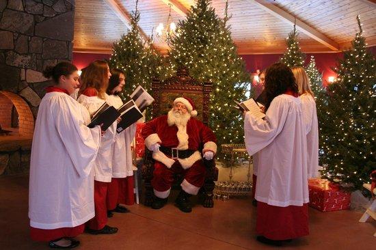 Honora Winery & Vineyard : santa & carolers at Winter Wonderland