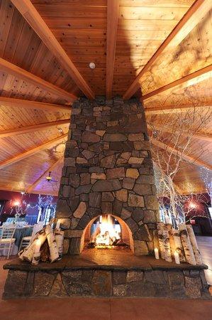 Honora Winery & Vineyard : octagon ceiling