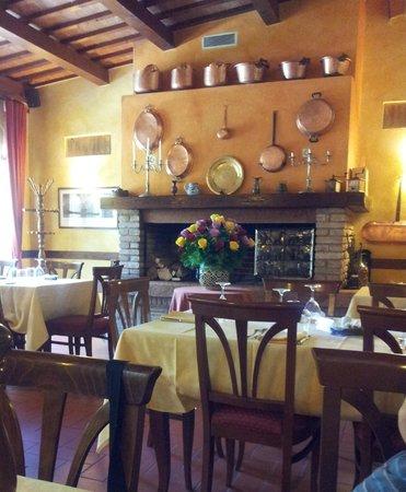 Al Borgo: Una veduta della sala più grande