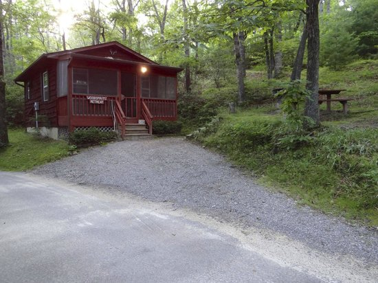 Ash Grove Mountain Cabins & Camping: Another cabin