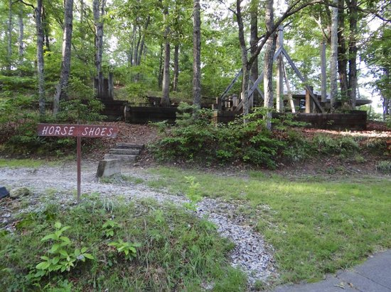 Ash Grove Mountain Cabins & Camping: Playground area