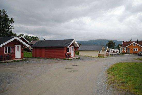 """Lundhogda Camping og Motell: Området med stugor och """"tvätthall"""""""