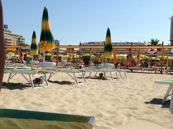 Riccione, Italy: spiaggia davanti a viale ceccarini
