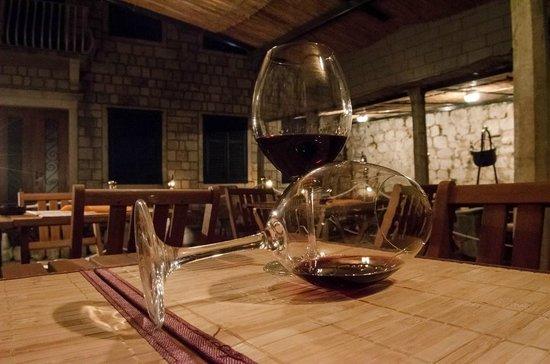 Gardens Dubrovnik: Wine in glass 1