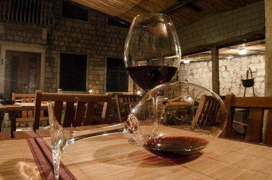 Gardens Dubrovnik: Wine in glass 2