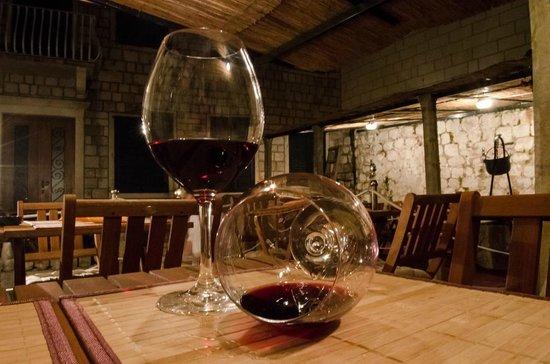 Gardens Dubrovnik: Wine in glass 4