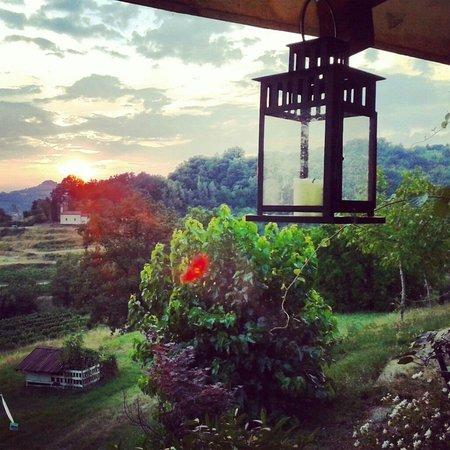 Al Postiglione: Dalla poggiolo che si affaccia sui Colli Orientali e sulll'incantevole Valle del Corno.