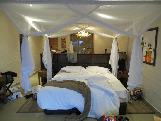 Victoria Falls Safari Club: The room